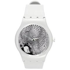 Fragmented Fractal Memories and Gunpowder Glass Round Plastic Sport Watch (M)