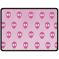 Alien Pattern Pink Fleece Blanket (large)
