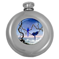 Wonderful Blue  Parrot Looking To The Ocean Round Hip Flask (5 Oz)