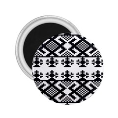 Model Traditional Draperie Line Black White Triangle 2 25  Magnets