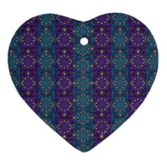 Retro Vintage Bleeding Hearts Pattern Ornament (heart)