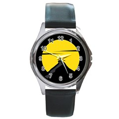 Man Mountain Moon Yellow Sky Round Metal Watch
