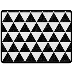 Triangle3 Black Marble & White Linen Fleece Blanket (large)