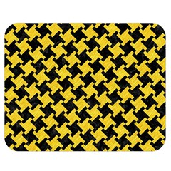 Houndstooth2 Black Marble & Yellow Colored Pencil Double Sided Flano Blanket (medium)