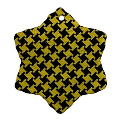 Houndstooth2 Black Marble & Yellow Leather Ornament (snowflake)
