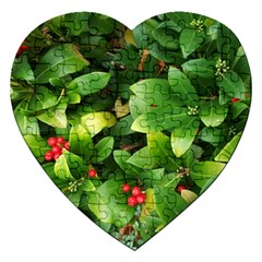 Christmas Season Floral Green Red Skimmia Flower Jigsaw Puzzle (heart)