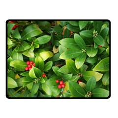 Christmas Season Floral Green Red Skimmia Flower Fleece Blanket (small)