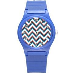 Zigzag Chevron Pattern Blue Magenta Round Plastic Sport Watch (s)