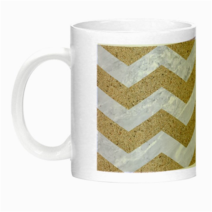 CHEVRON3 WHITE MARBLE & SAND Night Luminous Mugs