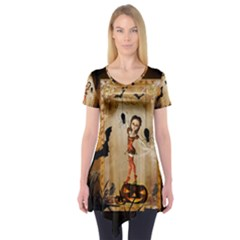 Halloween, Cute Girl With Pumpkin And Spiders Short Sleeve Tunic