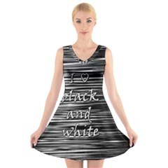 I love black and white V-Neck Sleeveless Skater Dress