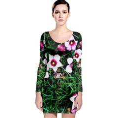 Pink Flowers Over A Green Grass Long Sleeve Bodycon Dress