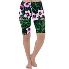 Pink Flowers Over A Green Grass Cropped Leggings