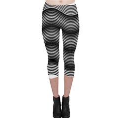 Two Layers Consisting Of Curves With Identical Inclination Patterns Capri Leggings
