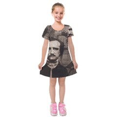 Edgar Allan Poe  Kids  Short Sleeve Velvet Dress by Valentinaart