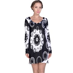 Fluctuation Hole Black White Circle Long Sleeve Nightdress