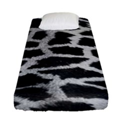 Black And White Giraffe Skin Pattern Fitted Sheet (single Size)
