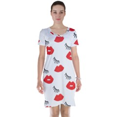Smooch Pattern Design Short Sleeve Nightdress