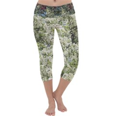 White And Red Myrtle Capri Yoga Leggings