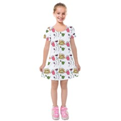 Handmade Pattern With Crazy Flowers Kids  Short Sleeve Velvet Dress by BangZart
