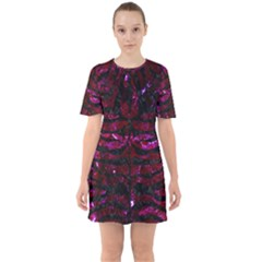 Skin2 Black Marble & Burgundy Marble (r) Sixties Short Sleeve Mini Dress