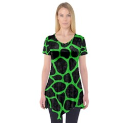 Skin1 Black Marble & Green Colored Pencil (r) Short Sleeve Tunic