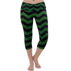 CHEVRON3 BLACK MARBLE & GREEN LEATHER Capri Yoga Leggings