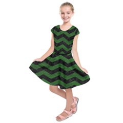 CHEVRON3 BLACK MARBLE & GREEN LEATHER Kids  Short Sleeve Dress
