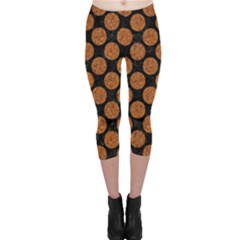 CIRCLES2 BLACK MARBLE & RUSTED METAL (R) Capri Leggings