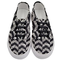 Chevron2 Black Marble & Silver Foil Women s Classic Low Top Sneakers
