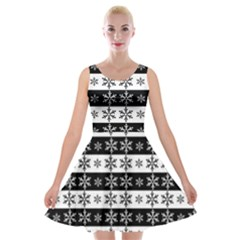 Snowflakes   Christmas Pattern Velvet Skater Dress