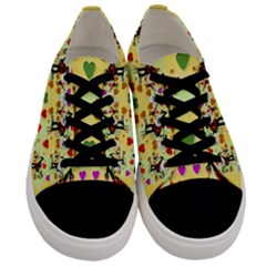 Santa With Friends And Season Love Men s Low Top Canvas Sneakers