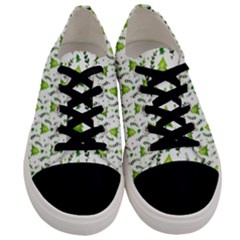 Watercolor Christmas Tree Men s Low Top Canvas Sneakers