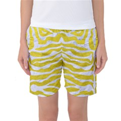 Skin2 White Marble & Yellow Leather Women s Basketball Shorts