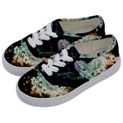 Wonderful Unicorn With Flowers Kids  Classic Low Top Sneakers by FantasyWorld7