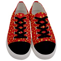 Yellow Stars Red Background Men s Low Top Canvas Sneakers