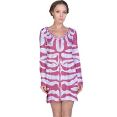 Skin2 White Marble & Pink Denim (r) Long Sleeve Nightdress