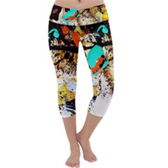Fragrance Of Kenia 3 Capri Yoga Leggings