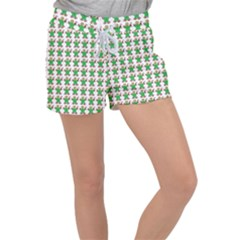 Gingerbread Men Seamless Green Background Women s Velour Lounge Shorts