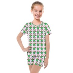 Gingerbread Men Seamless Green Background Kids  Mesh Tee And Shorts Set