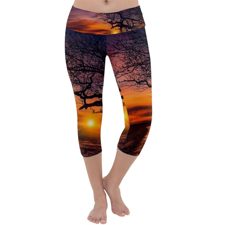 Lonely Tree Sunset Wallpaper Capri Yoga Leggings