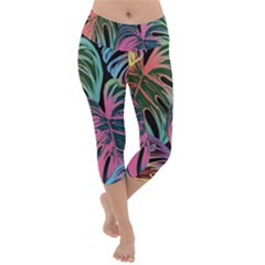 Leaves Tropical Jungle Pattern Lightweight Velour Capri Yoga Leggings