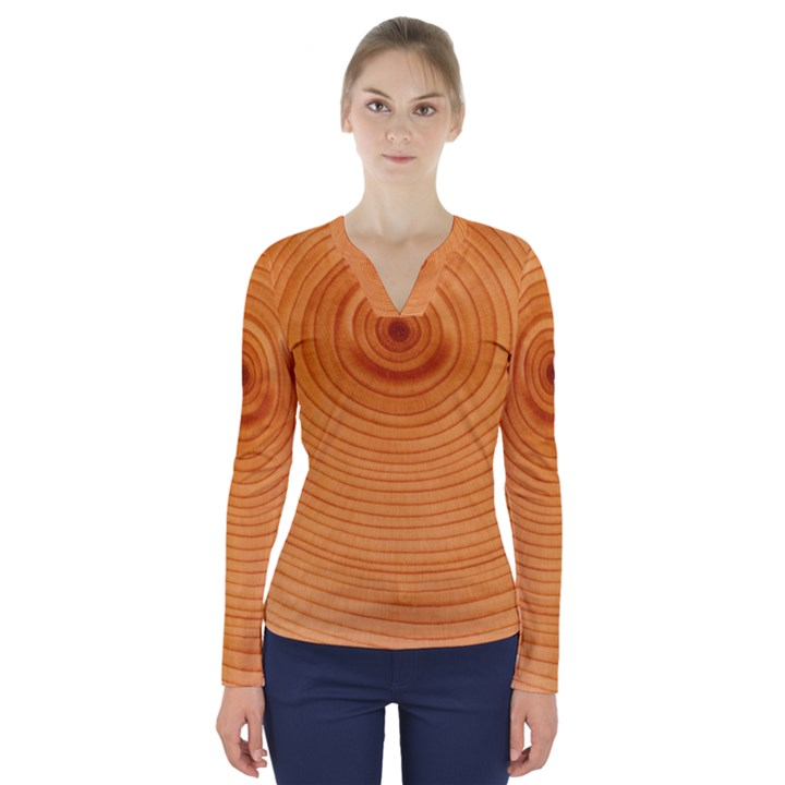 Rings Wood Line V-Neck Long Sleeve Top