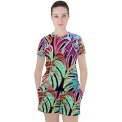 Pretty Leaves A Women s Tee And Shorts Set