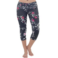 Black And White Floral Pattern Background Capri Yoga Leggings