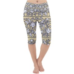 Floral Pattern Background Lightweight Velour Cropped Yoga Leggings