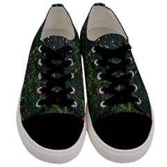 Apple Tree Close Up Men s Low Top Canvas Sneakers