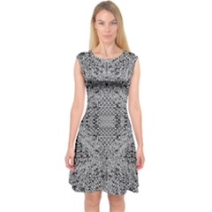 Gray Psychedelic Background Capsleeve Midi Dress