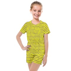 Heart Circle Star Seamless Pattern Kids  Mesh Tee And Shorts Set