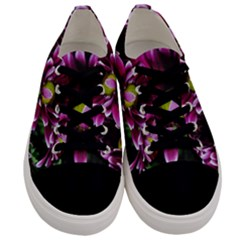 Maroon And White Mums Men s Low Top Canvas Sneakers